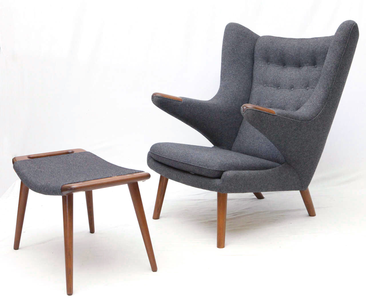 Replica Hans Wegner Papa Bear Chair And Ottoman In Grey Fabric And Walnut Bas