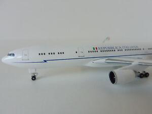 ITALIAN-AIR-FORCE-Airbus-A340-500-1-500-Herpa-530385-Stormo-Repubblica-A340
