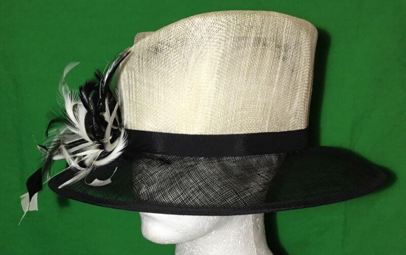 * Sombrerera * Marfil Sombrero Negro Fibra Natural Con Detalle De Plumas Boda Carreras