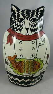 CATS-by-NINA-034-CHEF-CAT-034-VASE-CERAMIC-TABBY-CAT-HOLDING-FISH-2001-EXC-PREOWNED