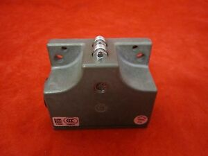Euchner 2 Attach Limit Switch SN02R12-502-M