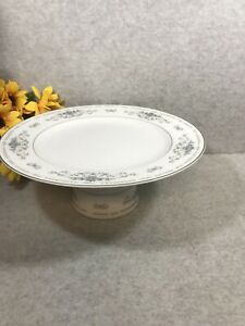 FINE-CHINA-034-DIANE-034-PATTERN-HAND-CRAFTED-PEDESTAL-PLATE