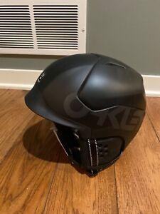 Oakley-MOD5-Snow-Helmet-Adult-Medium-Mens-Womens-Ski-Snowboard-worn-1x