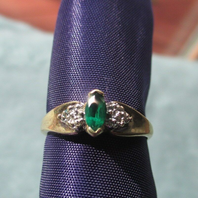 Beautiful 10kt gold ring with Peridot and Diamond accents.