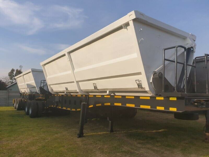 Side tipper top trailer available: Call 0768372075