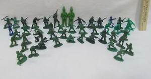 Vintage-Army-Men-Soldiers-Toy-Plastic-Green-2-Blue-Lot-of-46
