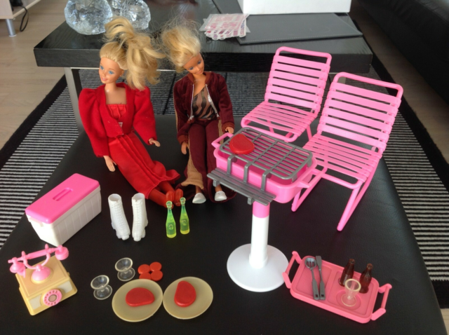 Barbie, Retro skovtur, 2 fine barbiedukker i retroting.…