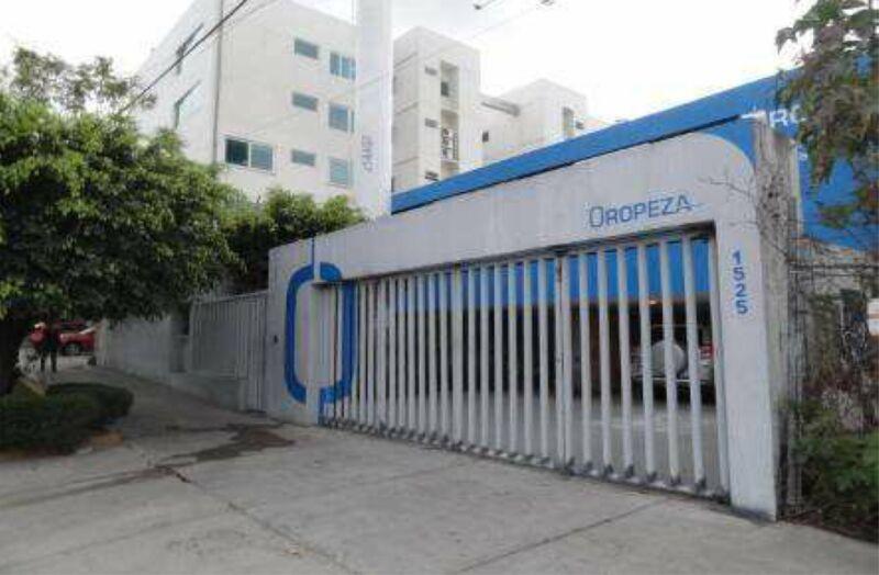 Casa en venta como terreno para torre hasta de 15 pisos en la colonia Country Club Guadalajara