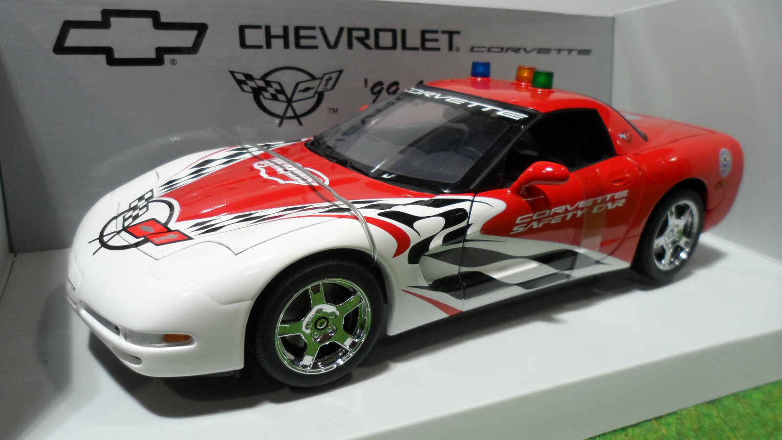 CHEVROLET CORVETTE SAFETY CAR LE MANS 1999 1 18 UT Models 39921 voiture miniatur