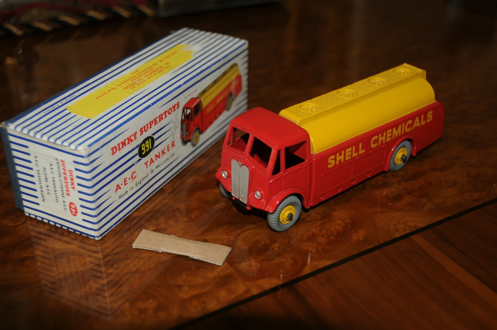 Vintage Dinky Supertoys   MIB   Shell Chemicals AEC Tanker   991 - 1