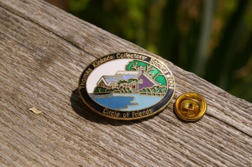 """Thomas Kinkade Collectors' Society 2001 Circle of Friends"" Lapel Pin Pinback"