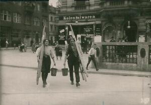 World-War-I-Female-Window-cleaners-8x10-photo