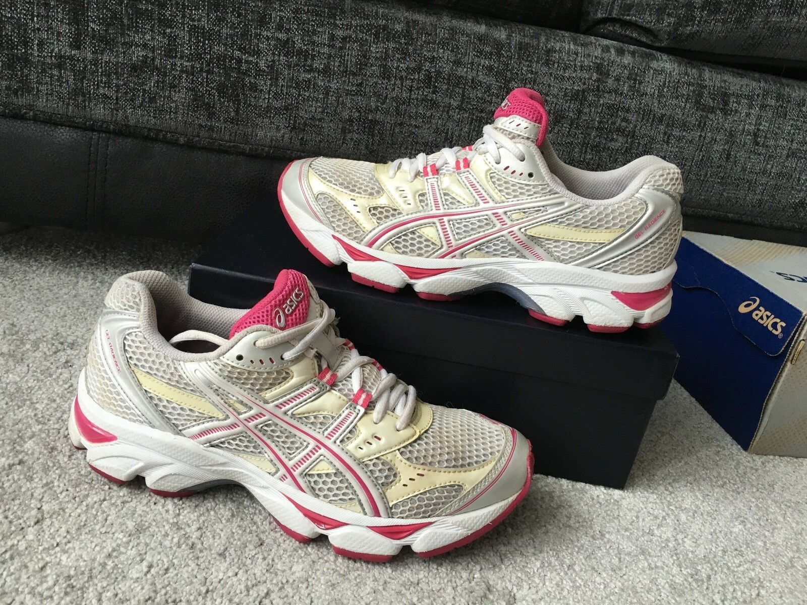 Asics Gel-radience Course À Pied Baskets, USA Taille 7 Eur Taille 38 (24 cm)