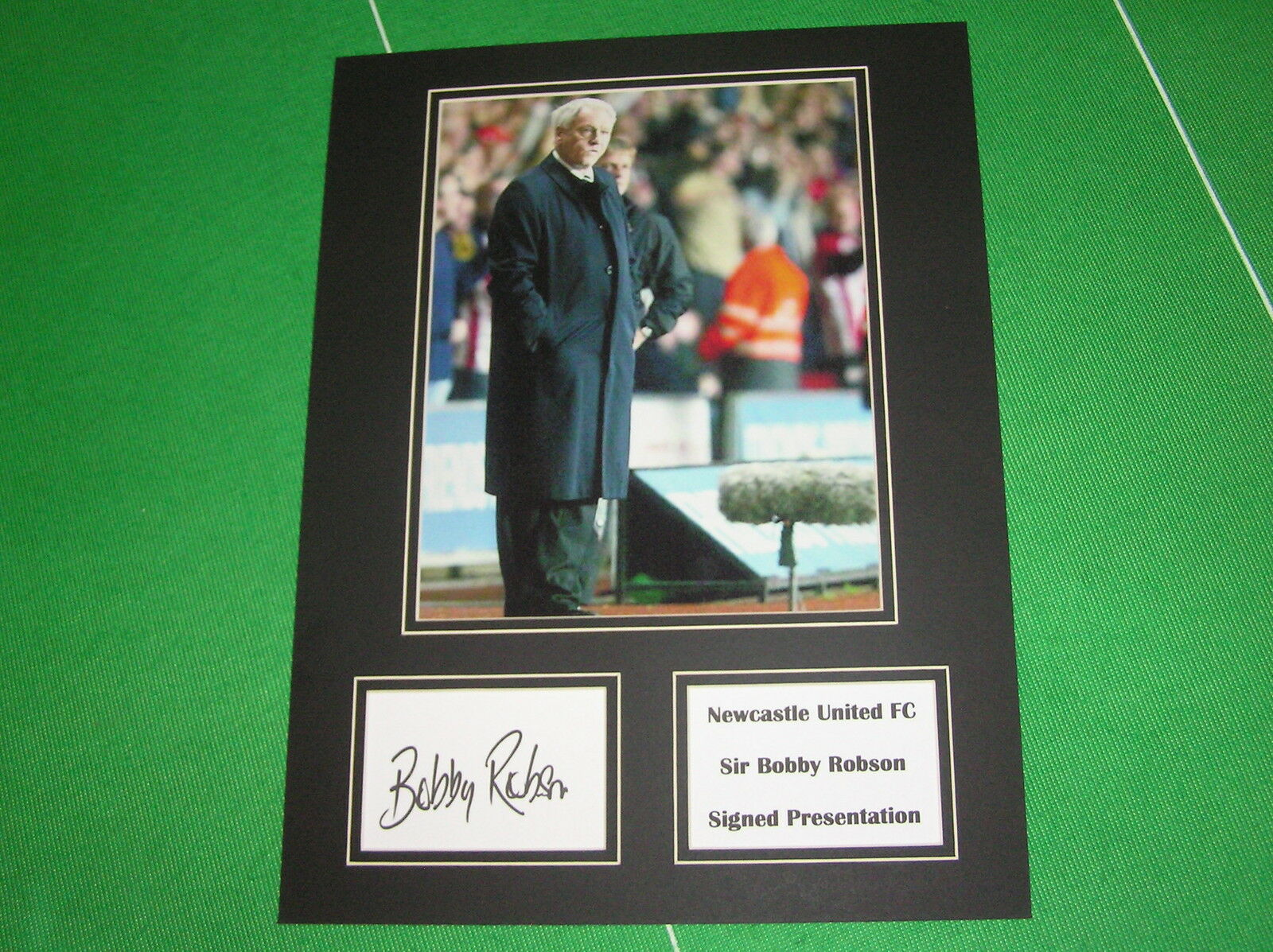 Sir Bobby Robson Robson Robson Signé Newcastle United Presse Photo Présentation Montage 692d7f