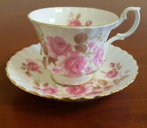Vintage-Royal-Albert-Tea-Cup-and-Saucer-Set-Pink-Roses-Gold-Trim-Bone-China-UK
