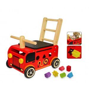 I M TOY Porteur camion de pompier en bois im87480