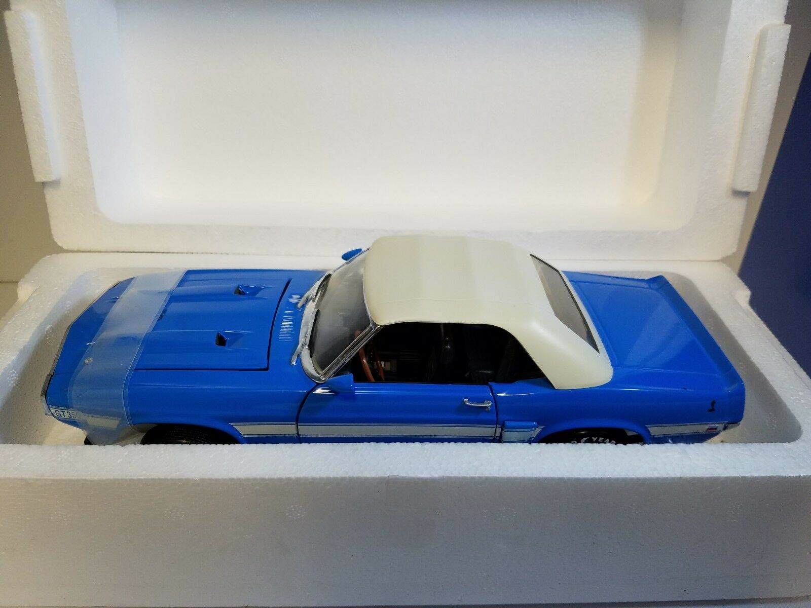 1/18 Ertl American Muscle Menta 2018 Shelby Cobra GT-350 Azul