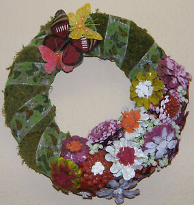 Tuerkranz-Wandkranz-mit-Blumen-Moos-Schmetterlingen-33-cm-Fruehling-Ostern