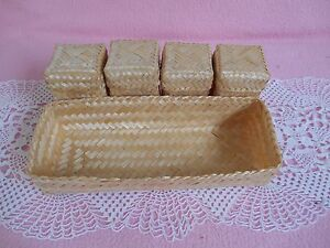 Vintage Set Of 4 Straw Beige Lidded Baskets With Holder