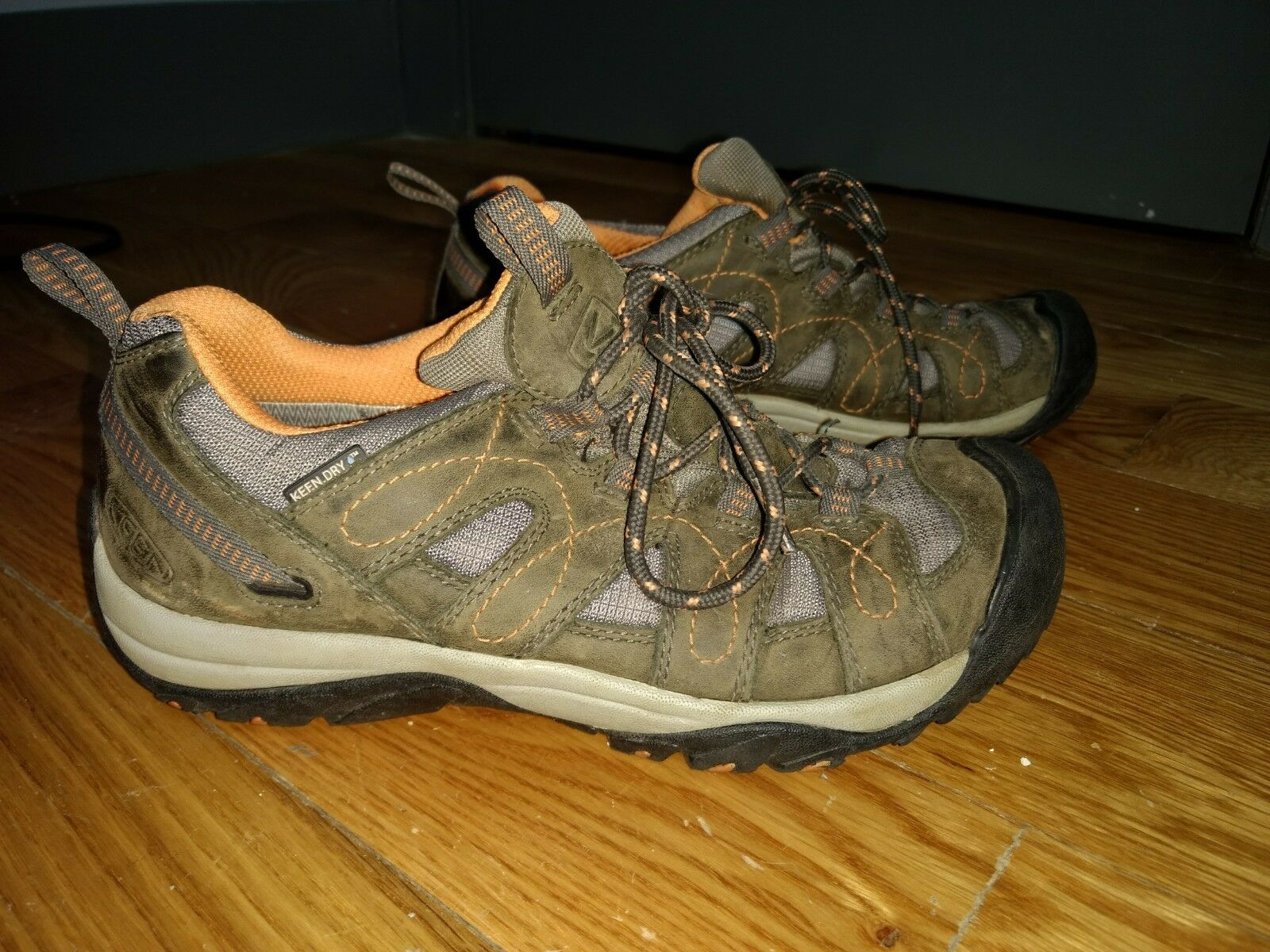 Keen Women Hiking shoes Size 8 Grey orange