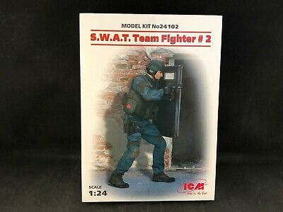 2 # 24102 ICM 1//24 S.W.A.T Team Fighter No