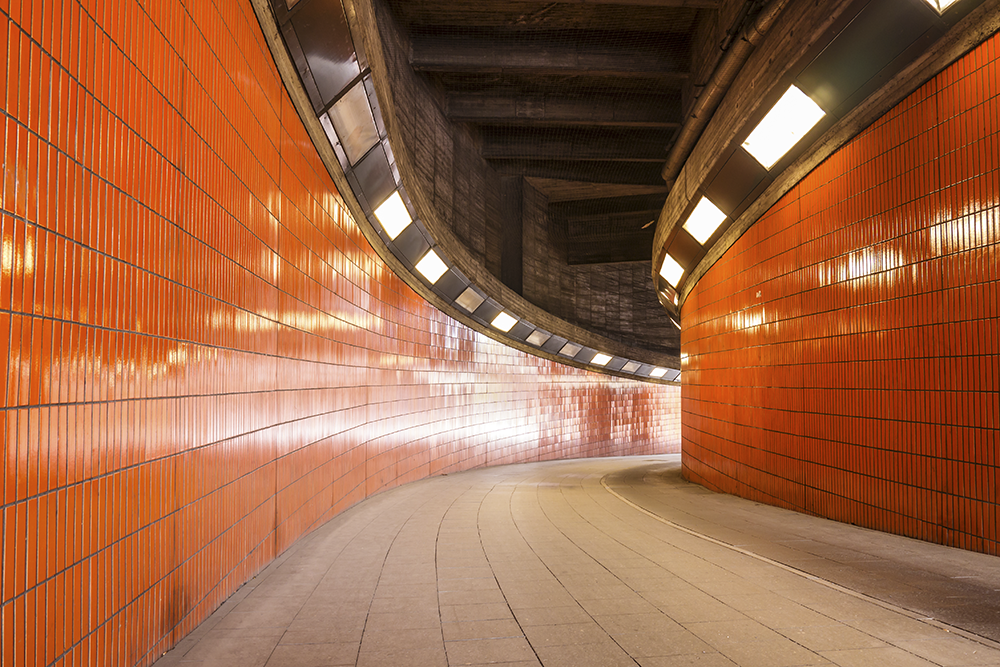 Fototapete Tunnel Durchgang Berlin - Kleistertapete oder Selbstklebende Tapete