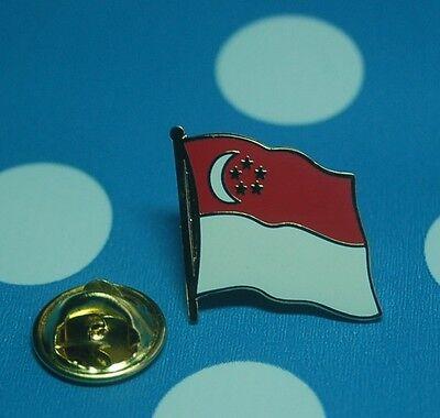 Singapur Pin Button Badge Anstecker Flaggenpin Anstecknadel geschwungen