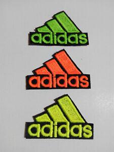 Parche bordado para PEGAR Termoadhesivo estilo Adidas 5,3//3,5 cm adorno ropa