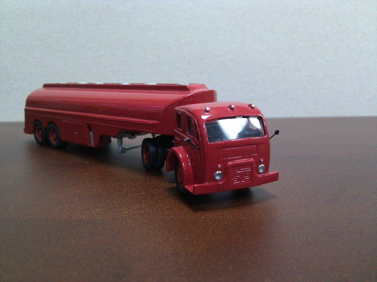 1 87 (HO) blanc 3000 Tanker -Resin  model  belle