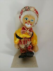 Vintage-Collectible-Porcelain-Clown-Immaculate-face-painting-details
