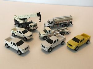 MIXED LOT OF 1/64 SCALE FORD F-150 TRUCKS/ TANKER/ CRANE AND FLATBED
