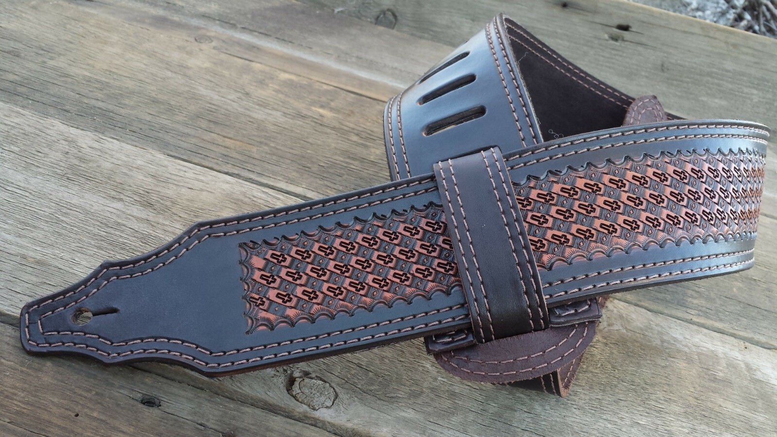 The 3 inch Light braun Diamond Cross Guitar Strap