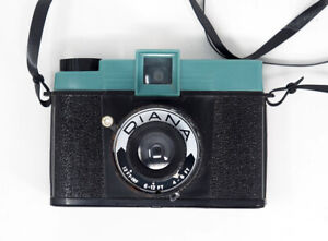 Diana-120-Camera-Early-Style-W-Lens-Cap-amp-Strap