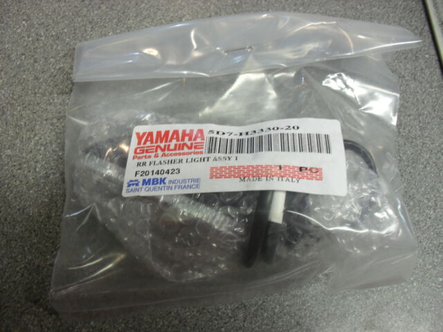 GENUINE YAMAHA PART L/H REAR INDICATOR FLASHER LIGHT ASSEMBLY FOR MT125 YZF-R125
