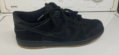 Nike SB Dunk 11 Black / Gum