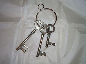 Ring Theatre Prop Large Jail Keys Metal Old Looking Lock,Castle,Bunch of Keys