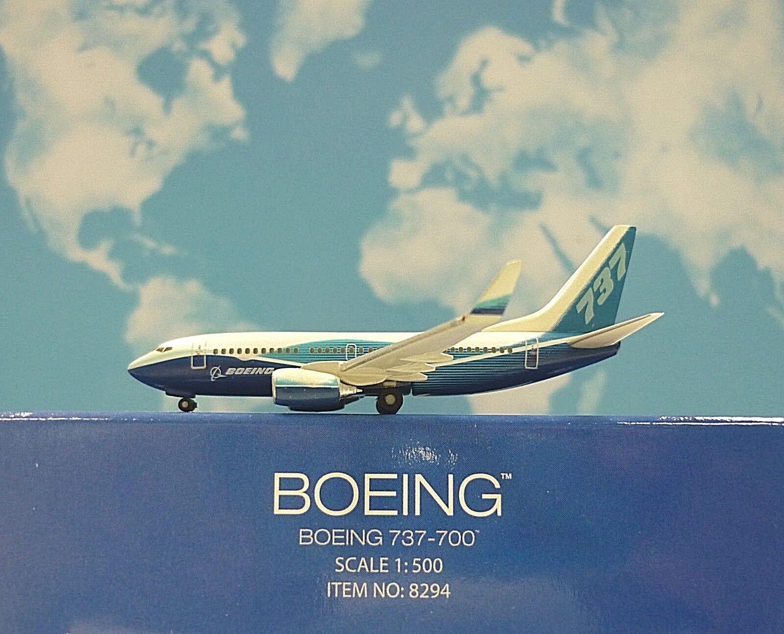 Hogan Wings 1 500 Boeing 737-700 Boeing House color LI8294 Modellairport500