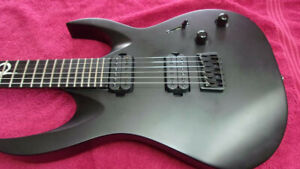 Mint Solar A2.6C stealth black solidbody electric plus case-hardly played!