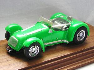 INTERNATIONAL-ENGINEERING-LIGHT-GREEN-KURTIS-500-RARE-1-24-SLOT-CAR