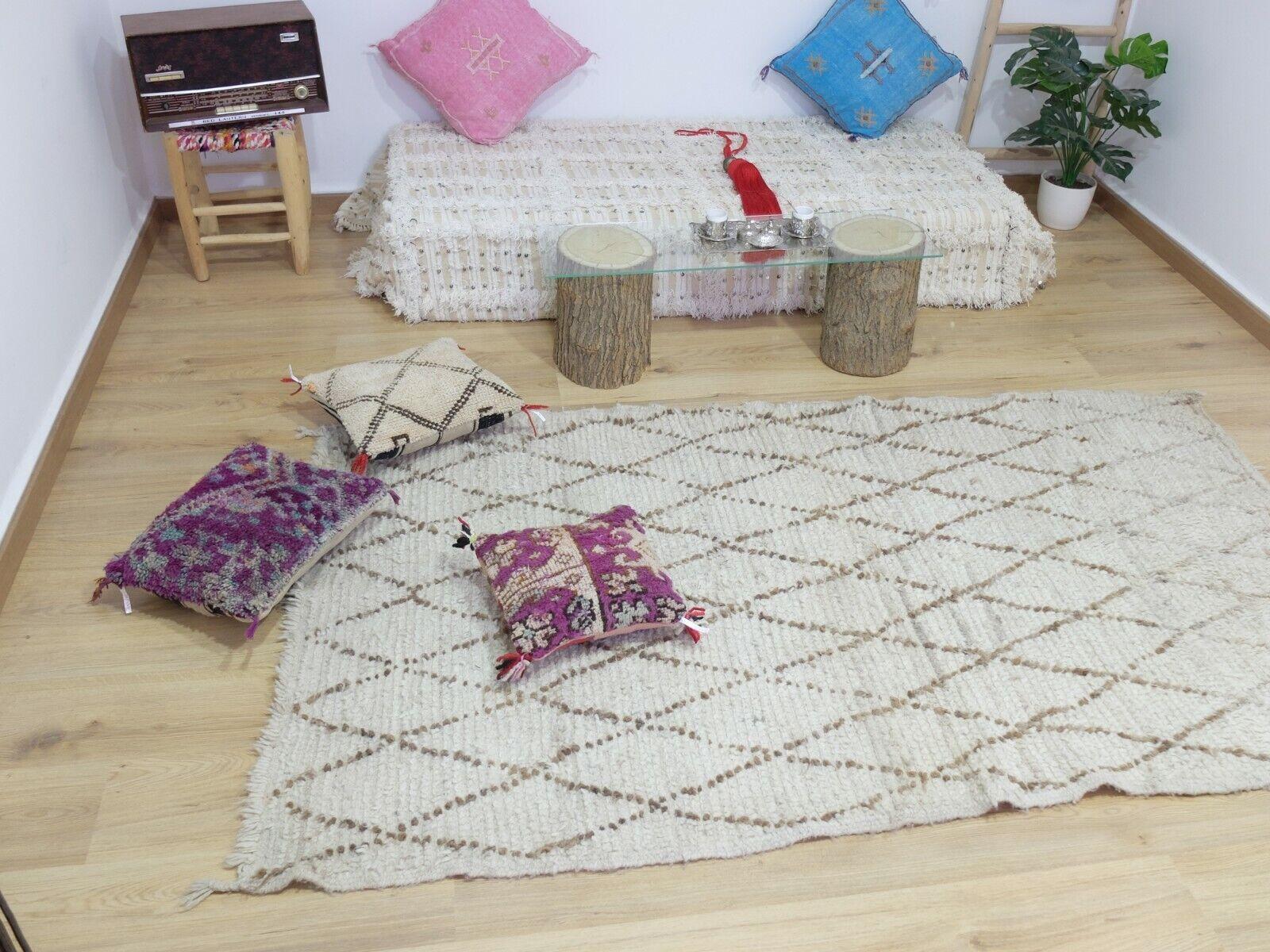 Vintage.Authentic Woolen Beniourain rug Berber Handwoven Rug 6'10'' x 3'11''