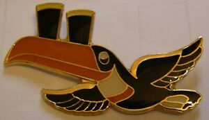 GUINNESS-TOUCAN-034-IT-039-S-ARRIVED-034-BEER-vintage-pin-badge