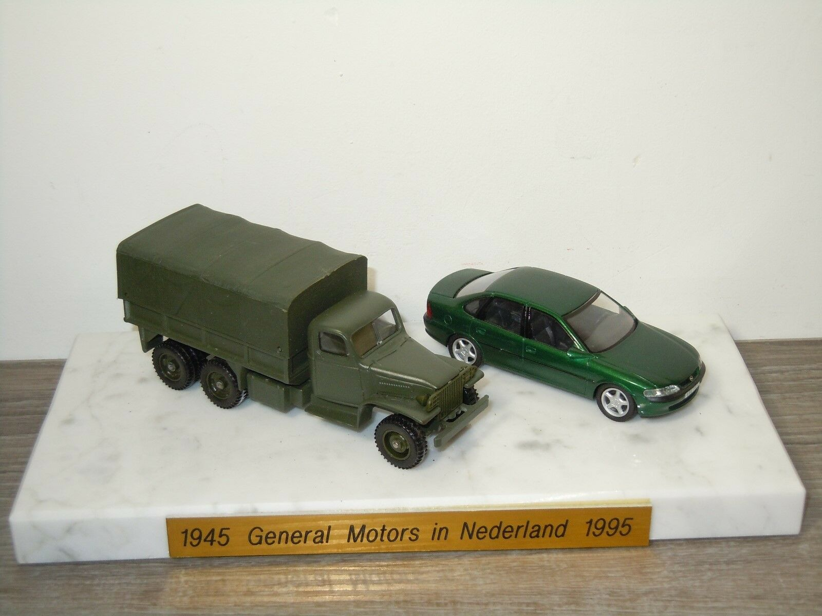 1945 General Motors in Nederland 1995 - Schuco & Solido 1 43 30410