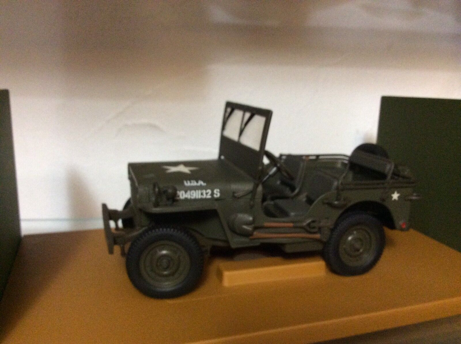 Army Jeep green 1 18 scale U T models display piece loose