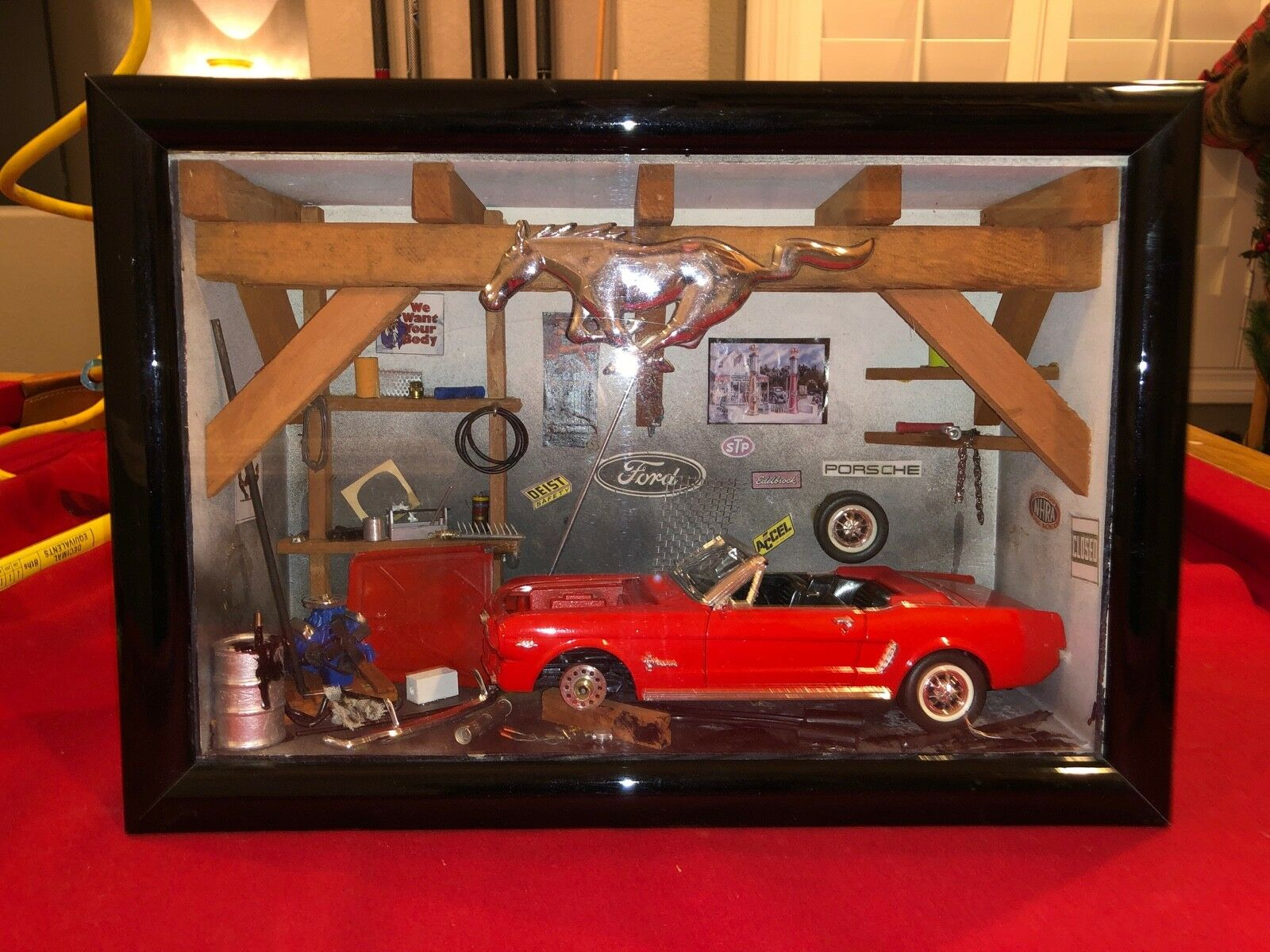 Ford Mustang Diorama display Garage 1 18 DIE CAST one of a kind