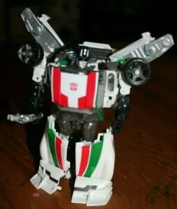 Brand New Hasbro Transformers Generations Deluxe Wheeljack Autobot  2010