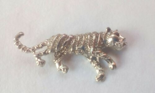 Lioness Broach//Pin Ruby Eyes Diamonty Silver Plated Casting Fast Delivery.