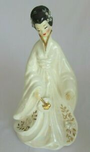Vintage-Josef-Originals-Asian-Geisha-Girl-Holding-Fan-down-11-034-Iridescent