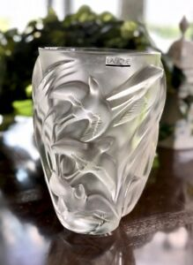 Lalique-Crystal-Martinets-Vase-Mint-Signed-Authentic-Martinet-Retail-2800
