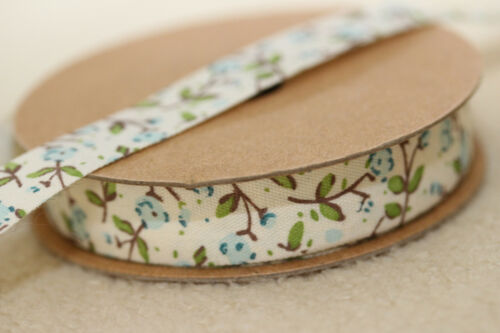 Beautiful 15mm Natural Ivory /& Blue Cath Kidtson Style Rose Flower Ribbon