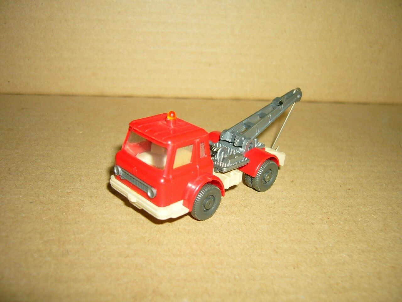 WIKING Harvester Abschleppwagen red-grey 1-87